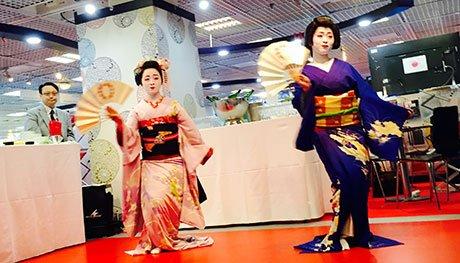 The beautiful Japanese fan dances outside the Buyer's Club